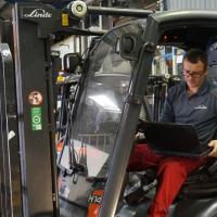 Поради досвідченого фахівця компанії Linde MH допоможуть звузити пошук потрібного автонавантажувача з наробітком.