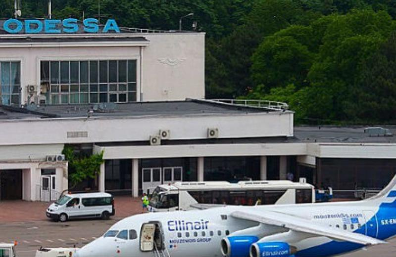 Українські аеропорти скоротили пасажиропотік майже на дві третини