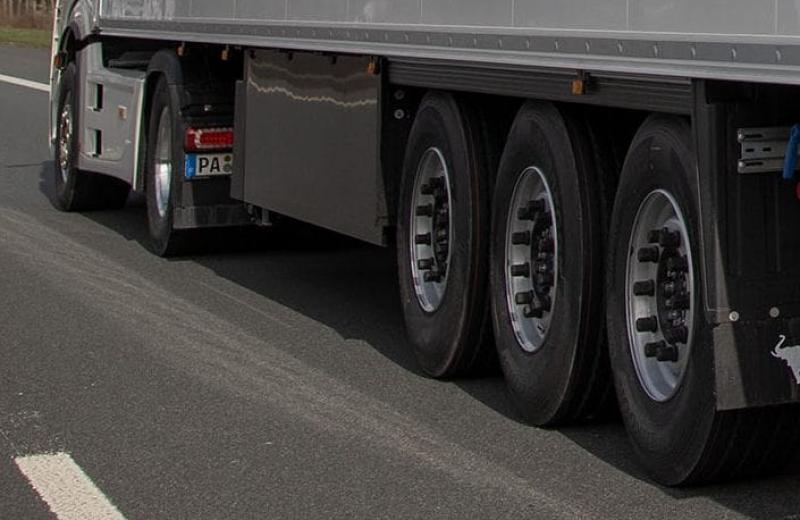 У Європі запроваджують систему дистанційного вимірювання тиску у шинах