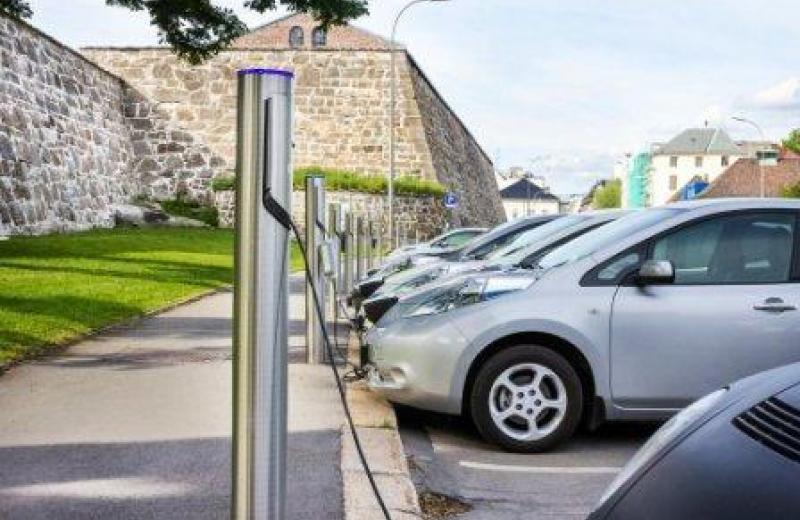 Экспансия электромобилей приведет к увольнению 90 тысяч европейцев