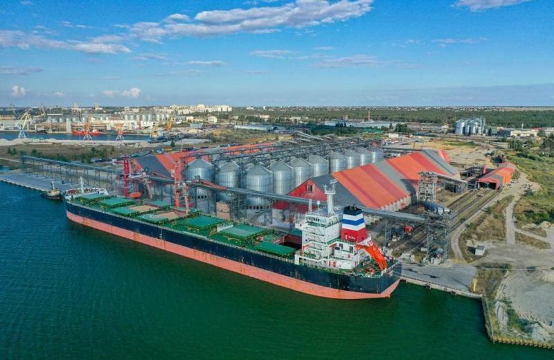 Термінал EVT встановив новий рекорд навантаження зерна на судно за зміну