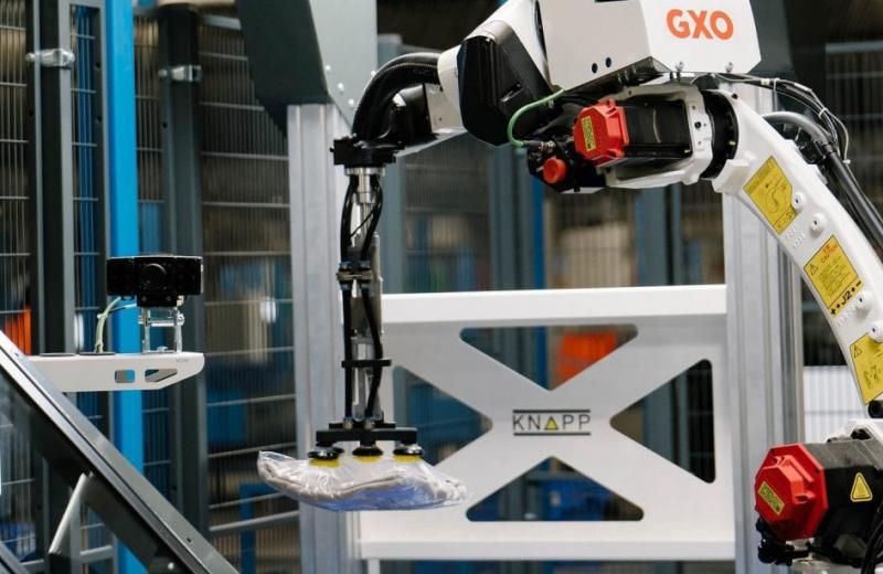У Нідерландах вперше застосували інтелектуального робота для сортування одягу на РЦ