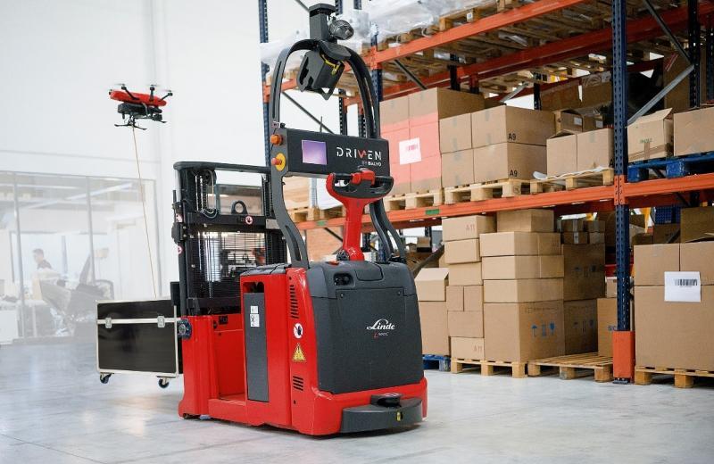 Роботизована складська техніка: річтраки та штабелери від Linde Material Handling