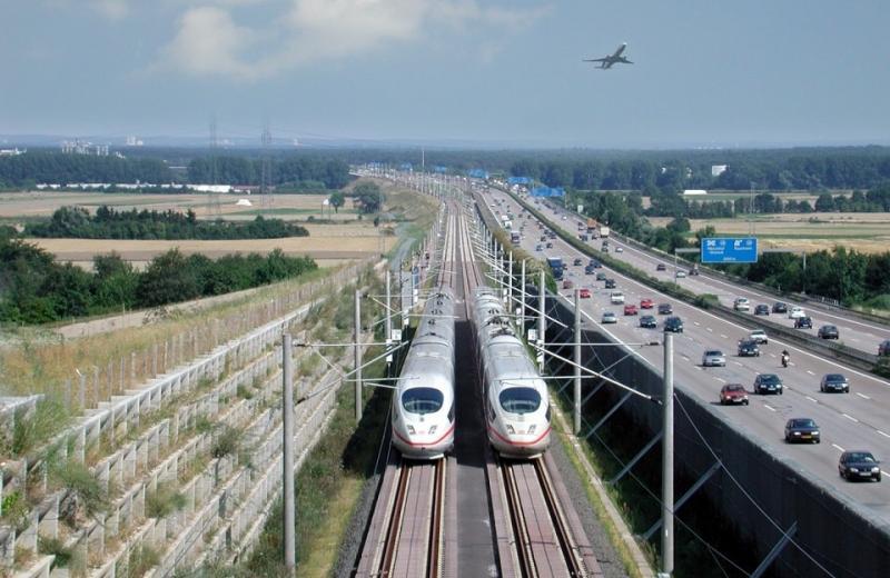Німецька авіакомпанія Lufthansa та залізниця Deutsche Bahn  об'єднують зусилля