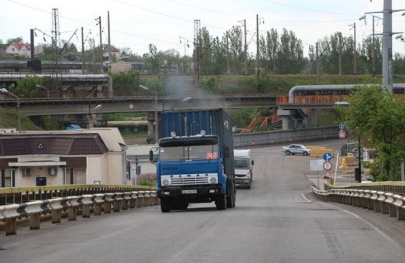 Вантажівкам понад 12 т доведеться платити за дороги