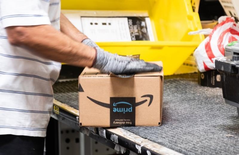 Amazon винаймає 125 тис. працівників для своєї логістики