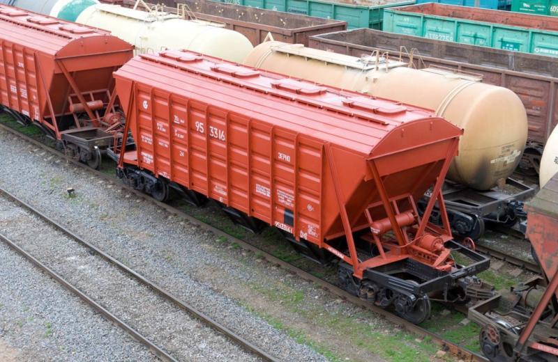На залізниці простоюють 15 тисяч вагонів