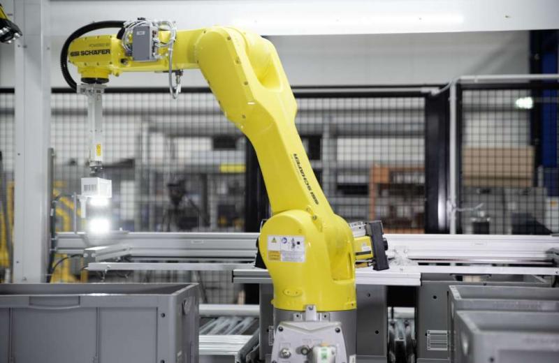 Компанія SSI Schaefer збільшила продуктивність робота-комплектувальника до 900 товарних позицій на годину