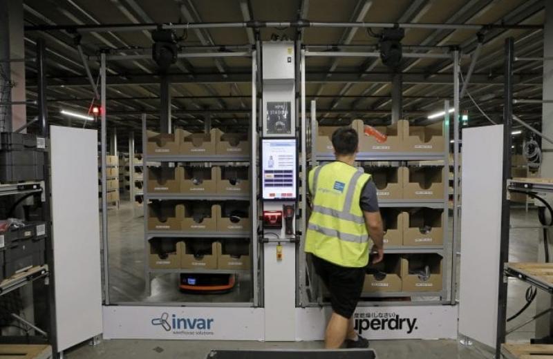 Superdry оптимізує логістику на складах за допомогою міні-роботів