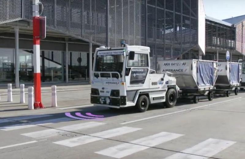 В аеропорту Тулузи почав працювати безпілотний тягач для перевезення багажу