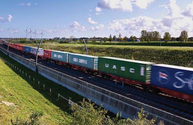 В Нидерландах запускают длинносоставные поезда-контейнеровозы