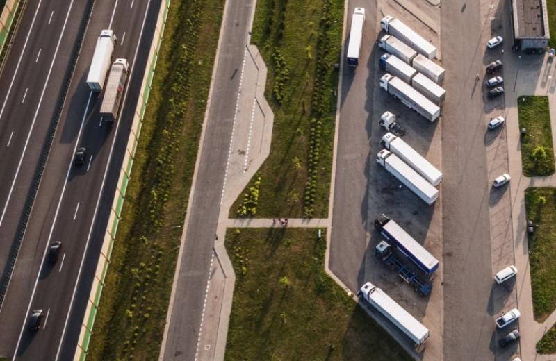ЄС витратить 60 млн. євро на будівництво придорожніх паркінгів для фур