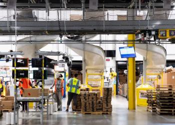 Amazon перетворює супермаркети на склади