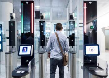 В аэропортах Варшавы с самого начала планируют установить 25 таких рамок. Считается, что автоматизированная проверка надежнее.