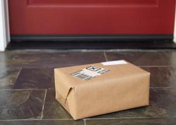 Більше половини американців побоюються, що залишені на ганку посилки можуть вкрасти