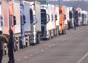 На кордонах Білорусі зростають черги з вантажівок