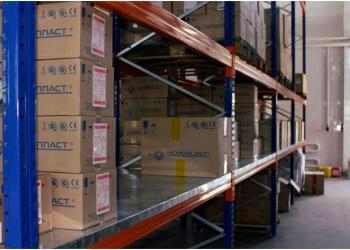 Как выбрать стеллаж на склад – базовые советы