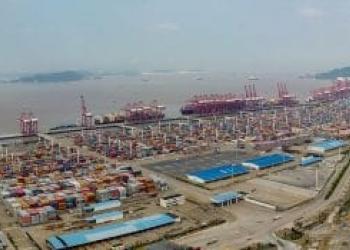 У китайському порту Нінбо контейнерний термінал зачинили на карантин