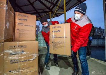 «Нова пошта» передала медзакладам і фонду «Свої» 150 кисневих концентраторів на 10 млн грн