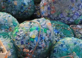 Китайська влада змусить підприємства країни утилізувати пластикові відходи