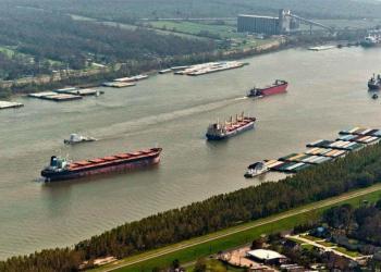 Річковий транспорт України втратив 13,3% вантажопотоку