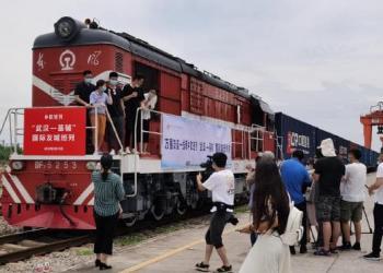 Доставляти товари з Китаю в Україну тепер можна в два рази швидше - залізницею