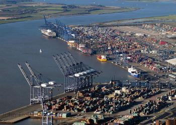 Британський порт Феліксстоу тоне у морі контейнерів
