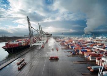 Пропускна спроможність порту Роттердама зменшується на 20%