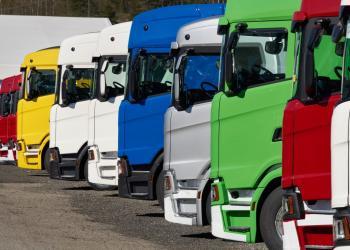 Попит на вантажівки у Європі впав майже удвічі