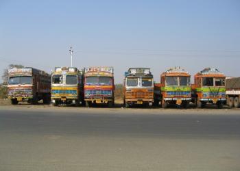 Десятки тисяч вантажівок застрягли на дорогах Індії