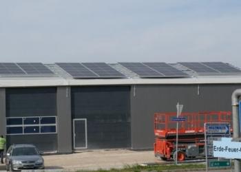 Для австрійської фірми змонтували наметну споруду з фотоенергетичним живленням
