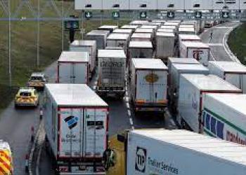 На польсько-білоруському кордоні штучно створюють черги з вантажівок