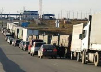На китайсько-казахстанському кордоні виник величезний затор з вантажівок