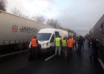 Французька блокада: водії зробили тести, але коли зможуть поїхати, невідомо