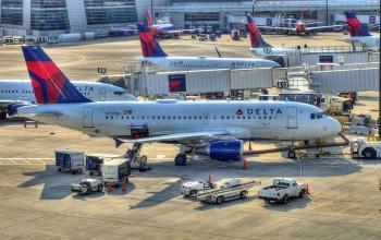 Авіакомпанії США скорочують персонал та робочі години навіть після отримання допомоги від держави