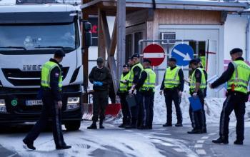На кордонах між державами ЄС знову з'явився контроль та черги з вантажівок