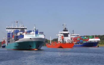 Відчайдушний крок: DSV відправляє три судна за порожніми контейнерами