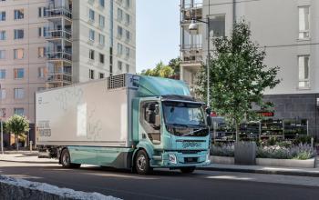 Перші електричні вантажівки Volvo почали працювати у Швеції