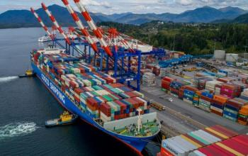 Через затори в американських портах контейнерні судна пустили через Канаду