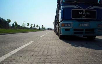 Производители тротуарной плитки предлагают строить дороги в Украине