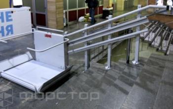 Компания «Форстор» установила лестничные подъемники для инвалидов в школе и телецентре