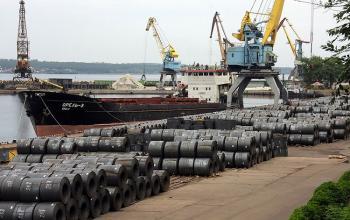 Перевозки продукции металлургии по Днепру быстро растут