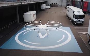 Volocopter продемонстрував, як можна використати вантажний дрон у міській логістиці
